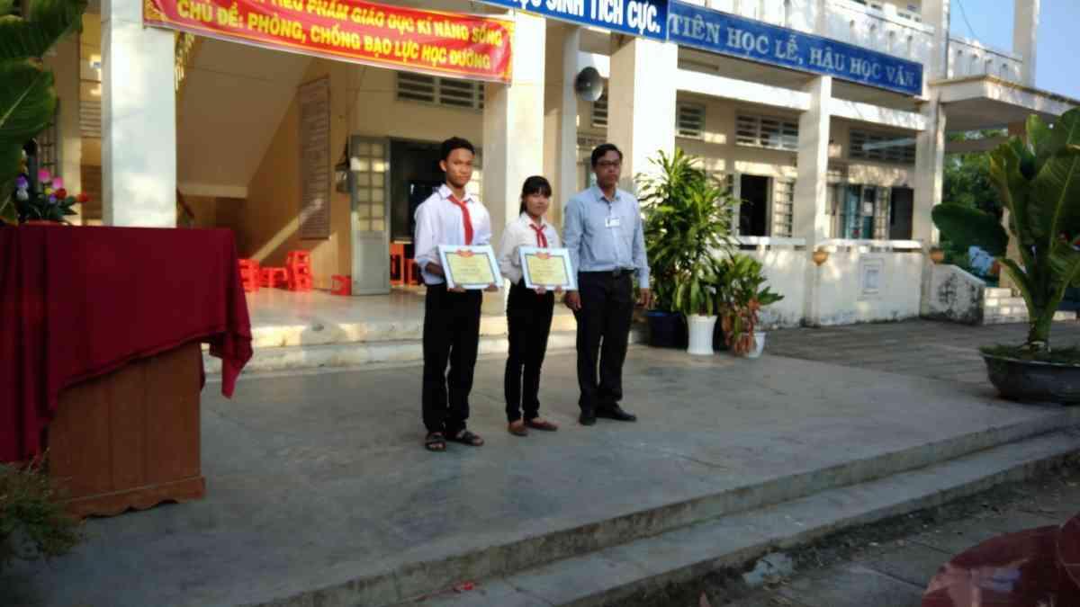 phát thưởng HSG lớp 9 huyện